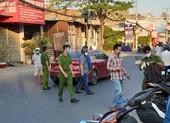 Quận 12: Nhóm thanh niên chặn ô tô, tấn công dữ dội tài xế