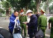 Hà Nội: Ra đường không đeo khẩu trang, 4 người bị phạt