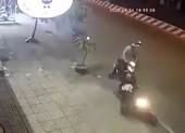 Tổ phòng chống COVID-19 bắt kẻ trộm xe máy ở Tân Phú