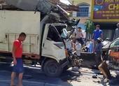 Giải cứu tài xế kẹt trong cabin ô tô tải sau cú tông xe bồn