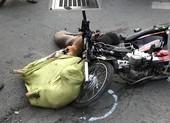 2 xe máy tông nhau, nhiều xác chó văng ra đường
