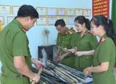 Người dân giao nộp hơn 100 loại vũ khí, vật liệu nổ