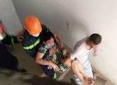 Cứu 4 người mắc kẹt trong đám cháy chung cư