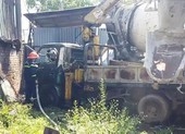 Hỏa hoạn thiêu rụi cả ô tô tải cẩu ở bãi phế liệu