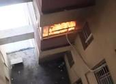 Cháy chung cư Khang Gia ở Gò Vấp, mẹ bồng con tháo chạy