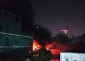 Cháy nhiều giờ ở xưởng nhựa quận 11