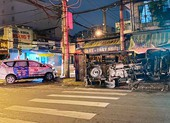 Va chạm taxi ở ngã tư quận Gò Vấp, ô tô tải lật ngang