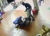 Người phụ nữ ngủ quên, bị trộm lẻn lấy mất iPhone