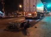 Xe máy tông vào đuôi container, 1 người tử vong, 1 nguy kịch