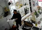 Giả bán sim rồi vào cửa hàng trộm điện thoại