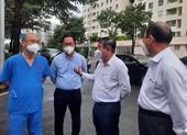 Chủ tịch UBND TP.HCM thăm bác sĩ, bệnh nhân ở Bệnh viện Dã chiến số 6
