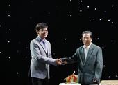 Danh ca Thái Châu rơi nước mắt khi gặp nhạc sĩ Nguyễn Vũ