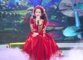 Hoàng Thiên Nga bất ngờ trổ tài hát tiếng Pháp điêu luyện