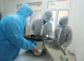 Chế tạo thành công robot lau sàn khử khuẩn phòng bệnh