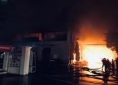 10 đơn vị tham gia dập đám cháy lớn ở kho hàng tại KCN Tân Tạo