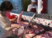 Giá heo hơi nhảy vọt hơn 90.000 đồng/kg, thịt bán lẻ cao ngất