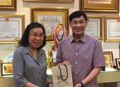 Tỉ phú Johnathan Hạnh Nguyễn tặng 500 triệu cho Hội Trẻ em TP