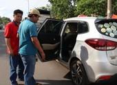 Thanh niên dùng dao tự sát trên xe taxi