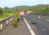 Truy tìm ô tô tông chết người trên quốc lộ 1