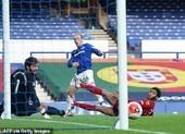 Salah dự bị, Liverpool không thắng vẫn tiến sát ngôi vương
