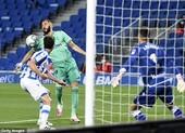 VAR can thiệp giúp Real Madrid vượt mặt Barcelona