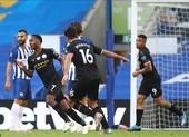 Thắng 'bàn tay nhỏ', Man City chính thức buông Premier League