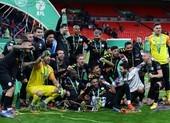 Hạ Aston Villa, Man. City lập hat trick vô địch League Cup