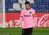 Cùng bận áo hồng, Barcelona và Real Madrid cùng... thua sốc