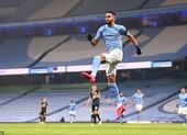Man City bỗng dưng biết ghi bàn, Mahrez lập hat-trick