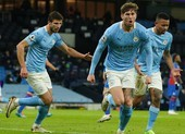 'Hủy diệt' Crystal Palace, Man City vượt mặt Liverpool