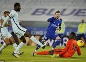 Leicester City bất ngờ chiếm ngôi đầu Premier League
