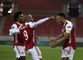 MU hòa tại Old Trafford, Aubameyang cứu Arsenal