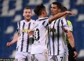 Ronaldo ghi bàn thứ 100, Juventus áp sát Top 4