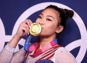 Cô gái 18 tuổi người H'Mông đoạt HCV Olympic trong nước mắt