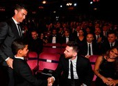 Con trai của Ronaldo: 'Messi quá lùn'