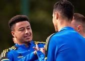 Lingard khoe dạy kỹ năng cho Ronaldo trên sân tập MU