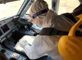 Dịch COVID: Phi hành đoàn được trang bị bảo hộ y tế đặc chủng