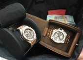 Khách VIP quên 2 đồng hồ hiệu và nửa tỉ đồng trên máy bay