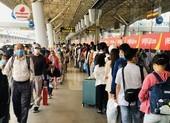 Sân bay Tân Sơn Nhất bận rộn cao điểm tết