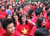 Sân trường ngập sắc đỏ cổ vũ tuyển Việt Nam