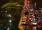 Xe không bật đèn chiếu sáng sau 19 giờ có thể bị tước bằng lái