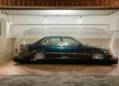 Xe sang BMW nằm trong bong bóng bơm hơi suốt hai thập kỷ