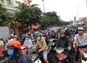 TP.HCM: Cứ mưa là người dân phải 'chôn chân' trên đường