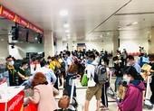 Sân bay nhộn nhịp nhưng bến xe, nhà ga vắng hoe