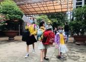 Người Quảng Bình ở TP.HCM ra ga tiễn gần 3.000 bà con về quê
