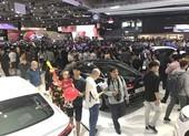 Doanh số ô tô toàn thị trường giảm trầm trọng, VinFast vẫn tăng trưởng