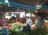 Ngày đầu cách ly toàn xã hội: Hàng hóa đầy ắp chợ, siêu thị