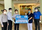 Hội doanh nhân trẻ TP.HCM tặng 65 máy thở đến tuyến đầu chống dịch