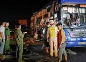 Ô tô giường nằm va chạm xe bồn, nhiều người bị thương