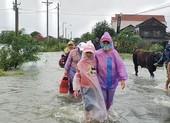 Bão vừa tan, nhiều làng ở Phú Yên hối hả chạy lũ